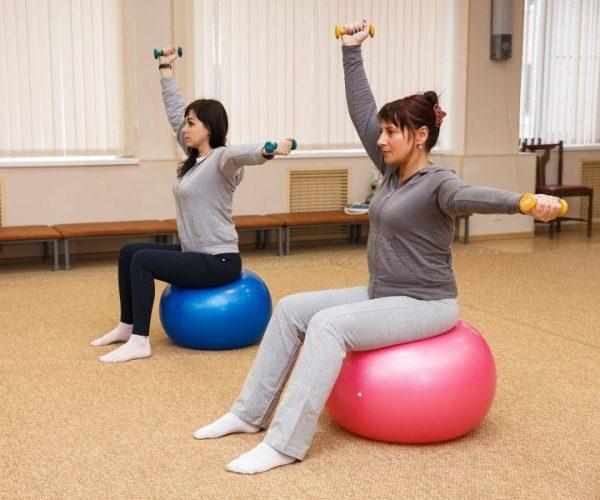 Упражнения от запора – у взрослых, для работы кишечника, йога